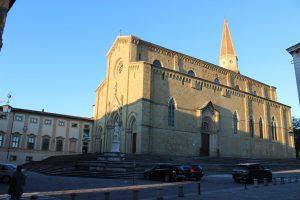 arezzon_katedraali_ilta_auringossa